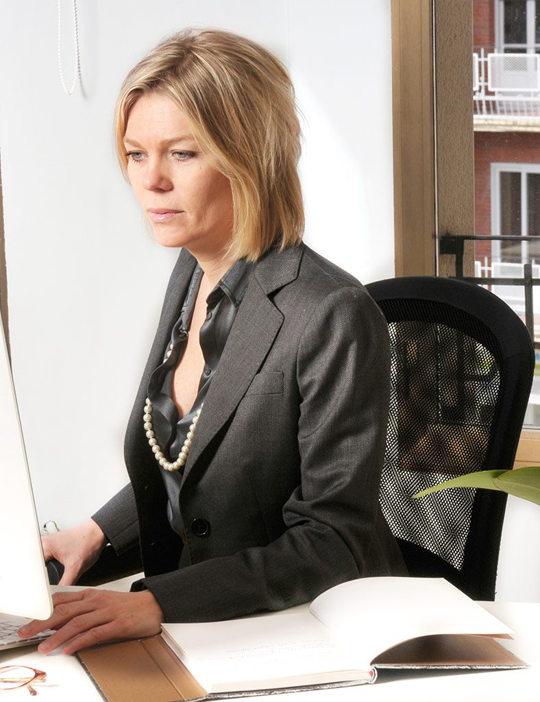Maria Nyakern, UE MDR and IVDR, working at the office